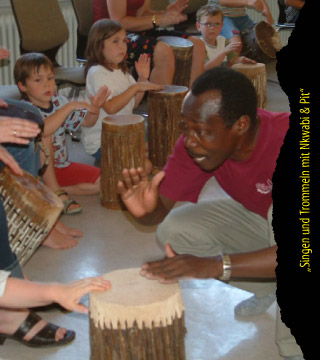 Singen und Trommeln mit Nkwabi & Pit