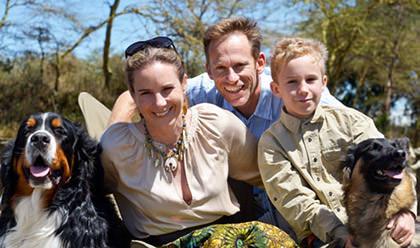 Marlies und Jörg Gabriel mit Sohn Donyo